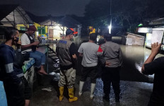 Banjir Merendam 2 Kampung di Bekasi, Warga Butuh Logistik - JPNN.com