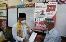 Wali Kota Jakbar Apresiasi Penerima BST Patuh Protokol Kesehatan - JPNN.com