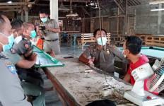 Satgas Covid-19 Tulungagung Bubarkan Lomba Burung Kicau - JPNN.com