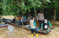 Pak Camat Sebut Banjir Parah di Perbatasan Akibat Kiriman Air dari Malaysia - JPNN.com