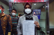 Disna Riantina Serahkan Bukti Tambahan Kasus Aisha Weddings ke Polisi - JPNN.com