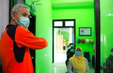Pengungsi Korban Banjir Diberi Makan Mi Instan, Pak Ganjar Langsung Protes Kades - JPNN.com