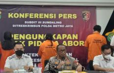 Polisi Bekuk Sepasang Suami-Istri dan Seorang Wanita Pelaku Aborsi Ilegal di Bekasi - JPNN.com