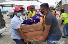 Jenazah Tukang Ojek yang Dibunuh di Ilaga Dibawa ke Timika, Anak dan Istri Ikut Menemani - JPNN.com