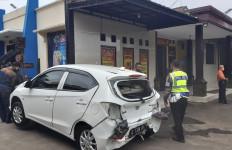 Mobil Dinas Bupati Tasikmalaya Terlibat Tabrakan - JPNN.com