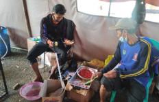 Hingga H+5, Kementerian Sosial Rutin Siapkan 4000 Nasi Bungkus untuk Penyintas Banjir Subang - JPNN.com