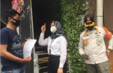 Razia Prokes di Jaksel, Masih Banyak Kafe yang Membandel - JPNN.com