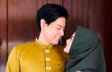 Cerita Roger Danuarta Belajar Azan dan Umrah Pertama Kali - JPNN.com