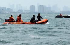 Tegang, Polisi dan Nakhoda Rebutan Kemudi, 6 Awak Mencebur, 2 Hilang - JPNN.com