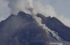 BPPTKG Catat Hari Ini Gunung Merapi Keluarkan Guguran Lava Tujuh Kali - JPNN.com