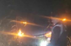 Hujan Deras dan Kabut Tebal, 7 Penumpang Minibus Tersesat di Hutan, AKP Udin Bilang Begini - JPNN.com