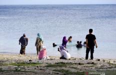 Libur Imlek, Warga Gorontalo Pilih Berwisata ke Pantai - JPNN.com