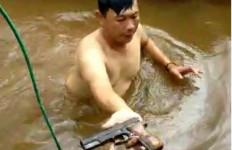 Tersangka Buang Barang Bukti ke Sungai, Polisi Langsung Terjun Menyelam, Ini Hasilnya - JPNN.com
