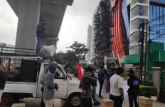 Kunjungan Komisi III DPR ke di Kanwilkum HAM DKI Jakarta Disambut Aksi Unjuk Rasa - JPNN.com