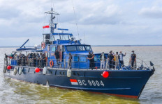 Naik Kapal Patroli, Bea Cukai Dampingi Gubernur Sumsel Kunjungi Lokasi Pelabuhan Tanjung Carat - JPNN.com