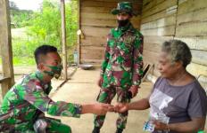 Lihat, Sungguh Mulia Aksi Para Prajurit TNI Ini di Perbatasan Papua - JPNN.com
