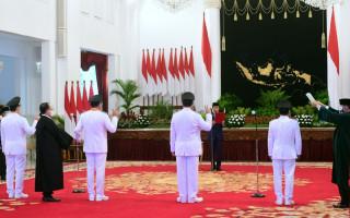Jokowi Lantik Olly - Steven dan Zainal - Yansen di Istana Negara - JPNN.com