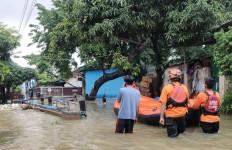 1 Perumahan dan Kaveling di Bekasi Banjir, Puluhan Warga Mengungsi - JPNN.com