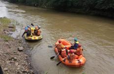 Bocah 9 Tahun di Bogor Hilang Terseret Arus Sungai Ciliwung - JPNN.com