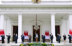 Jokowi Pamerkan Para Pejabat yang Mengisi Lembaga Hasil UU Omnibus Law - JPNN.com