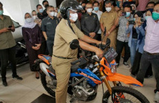 Jelang Azan Asar, Akhyar Nasution Tinggalkan Balai Kota Medan dengan Motor Trail - JPNN.com