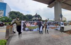 Kunker ke Kanwilkum HAM DKI Jakarta, Anggota Komisi III Disambut Demonstrasi - JPNN.com