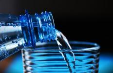 Cegah Penuaan Dini, Ini 5 Manfaat Minum Air Hangat Setiap Pagi - JPNN.com