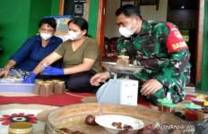 Racik Ramuan Herbal dari Biji Salak Putut Kebanjiran Order, hingga Dua Ton Per bulan - JPNN.com