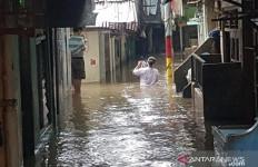 Tanggul Kali Bekasi Jebol, Perumahan Ini Berpotensi Alami Banjir Besar - JPNN.com