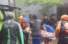 Kabar Duka, Seorang Warga Cipinang Melayu Meninggal di Rumah yang Terkena Banjir - JPNN.com