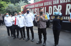 Sahroni Dukung Ikhtiar Irjen Fadil Memberdayakan Masyarakat Melalui Kampung Tangguh - JPNN.com
