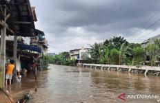 Banjir Jakarta: Rhoma Irama dan Istrinya Masih Bertahan di Rumah - JPNN.com