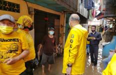 DPD Golkar DKI Jakarta Membantu Warga Terdampak Banjir - JPNN.com