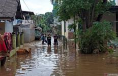 Sore Ini Sebagian Rumah di Cipinang Melayu Masih Terendam Banjir - JPNN.com