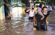 Beberapa Pengungsi Korban Banjir Positif COVID-19 - JPNN.com
