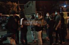 8 Pasangan Mesum Pasrah Digiring Polisi, Lihat Tuh Tampangnya - JPNN.com