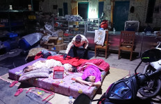 Bu Risma dan Kemensos Distribusi Logistik untuk Korban Banjir Pebayuran - JPNN.com