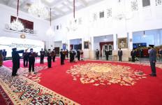 Sah, Komisioner Ombudsman RI Periode 2021-2026 Dilantik di Istana Presiden - JPNN.com