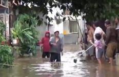 Hujan Deras, Dua RT di Duren Sawit Terendam Banjir - JPNN.com
