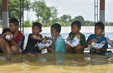 7 Desa di Kabupaten Bekasi Tenggelam, 17 Ribu Warga Mengungsi, Batuk, Pilek - JPNN.com