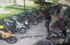 Motor Wartawan Digasak Maling, Nih Terduga Pelakunya - JPNN.com
