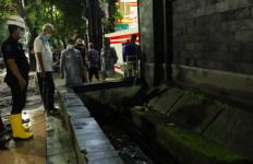 Banjir di Kompleks Kantor Pak Ganjar Surut dalam Waktu Cepat, Ternyata ini yang Dilakukannya - JPNN.com
