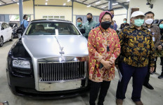 Bu Risma Lelang Rolls-Royce dan Mercedes-Benz demi Bantu Korban Bencana - JPNN.com