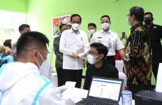 Jokowi Tinjau Vaksinasi Guru di Jakarta - JPNN.com