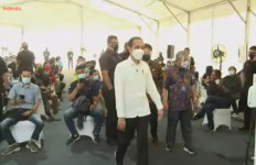 Jokowi Tinjau Vaksinasi Massal Pers di GBK - JPNN.com