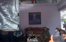 Irjen Fadil Imran Sapa Pasien Positif Covid-19 di Tangerang Lewat Virtual - JPNN.com