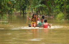 Saat Terjadi Banjir, Bupati Jember Masih dalam Perjalanan - JPNN.com