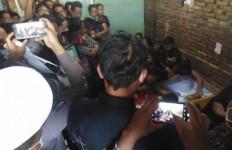 Dua Jenazah Korban Penembakan Bripka CS Tiba di Sumut, Tangis Keluarga Pecah, Begini Suasananya - JPNN.com