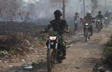 Naik Sepeda Motor, Mayjen Nur Rahmad dan Irjen Sigid Pantau Titik Karhutla - JPNN.com