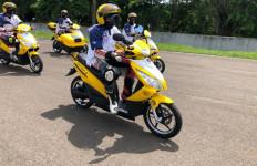 Ketua MPR RI Test Drive Mobil dan Motor Listrik di Sirkuit Sentul - JPNN.com